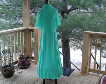 60s Green Sleeveless Turtleneck Gown withBare Shoulders and Filmy Cape, Size 11 / 12