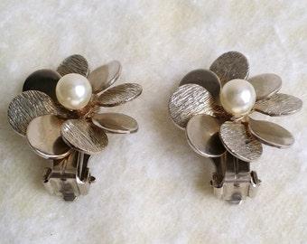 Stunning Vintage Pearl Earrings. Silver Tone Earrings. Flower Earrings. Clip On Earrings.  Brushed Earrings