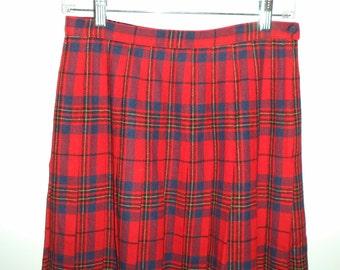 Pendleton vintage holiday pleated skirt// Plaid wool xmas 90s grunge vintage preppy goth high waist Leslie Tartan// Size 6 8 US 28 W S M