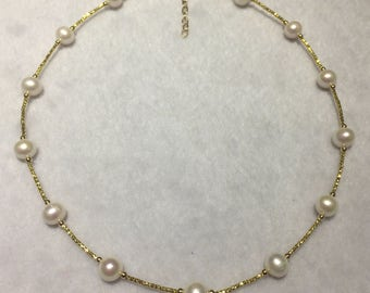 Beautuful pearl necklace with 10 kt gold spacers