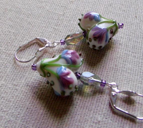 heart lampwork bead earrings, floral design, puffy heart, white green rose beads, short earrings, nature inspired jewelry, fantastic gift