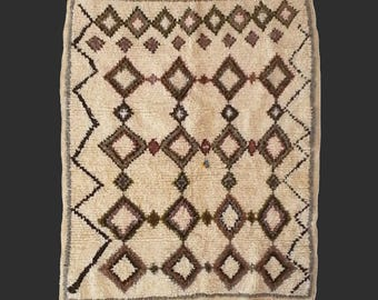 Vintage rug Morocco 5.6 x 4.3 ft / 170 x 130 cm bohemian boho style carpet moroccan Azilal rug