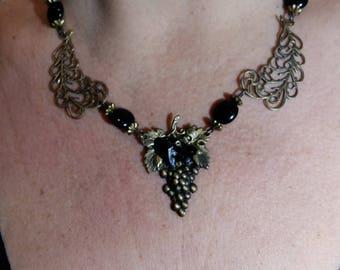 Vintage necklace set black on antique brass