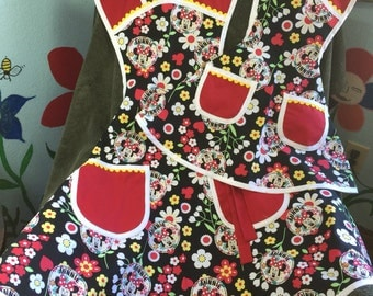 A retro style mother/daughter Minnie Mouse apron set!