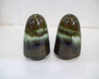 Vintage Avocado Green Ceramic Stoneware Salt & Pepper Shakers Retro, Free Shipping, C3