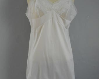 "womans beautiful vintage Sears ""the doesnt slip"" white  full length 1960"