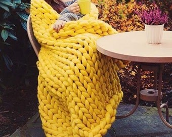 Chunky knit yellow blanket - Chunky knit throw - Giant knit blanket - Merino wool blanket -  Arm knited blanket - Yellow blanket