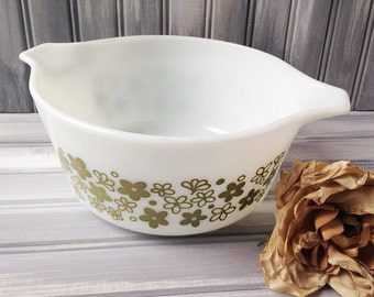 Vintage Crazy Daisy Pyrex Bowl / Green Daisy Pyrex Dish / White Daisy Pyrex Dish / Vintage Pyrex Casserole Dish / Green and White Pyrex