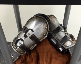 The Witcher 3 Mastercrafted Ursine Armor Gauntlets