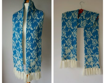 Knitted blue and cream scarf