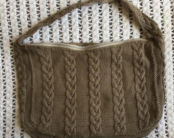 Knitted shoulder bag.