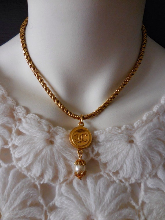 Vintage gold plated thick metal chain necklace, pendant necklace, short necklace
