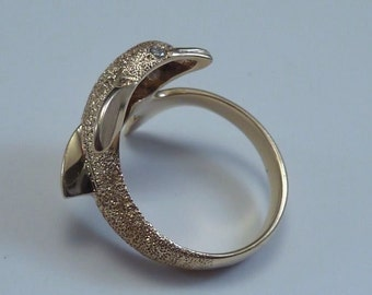 14K Yellow Beverly Hills Gold Dolphin Ring with Diamonds size 7