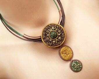 Tribal Disc necklace Ethnic Bib necklace Tribal Choker Disc necklace Ethnic jewelry Leather Short necklace Earthy jewelry Boho Bib necklace