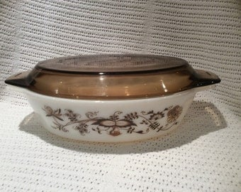 Pyrex Vine Brown 2.5 pint oval casserole dish 1980's