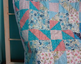 Floral Country Chic Throw Quilt