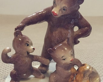 Hagen-Renaker Specialty Line Mama Bear With Cubs
