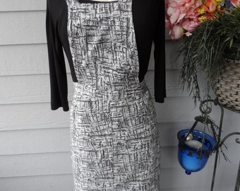Free Shipping In USA Vintage Full Apron, Black and White, No Pockets   977
