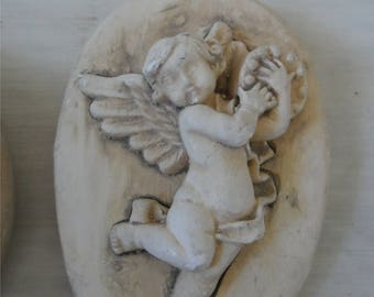 Vintage Plaster of Paris Oval Plaque with  Cherubs     1033