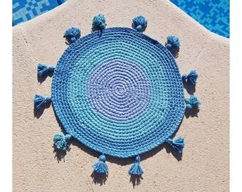 Round blue hook rug