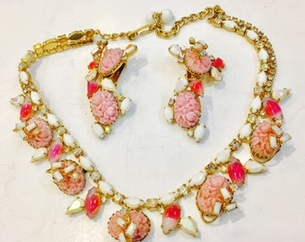 Beautiful Hobe summer necklace and hanging earrings in Pinks and White