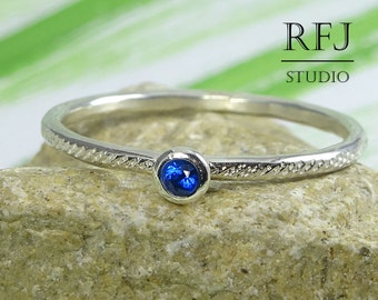 Dainty Textured Lab Sapphire Silver Ring, Blue 2 mm September Birthstone Ring with Small Texture Blue Corund Sapphire Hand Hammered Ring
