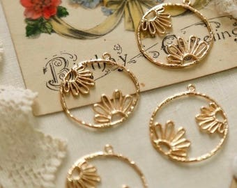 10pcs Gold Plated sunflower charms