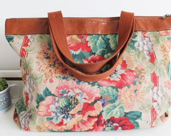 Vintage Large Printed Floral Print Tan Faux Leather Shoulder Weekend Holdall Overnight Tote Bag Purse Luggage