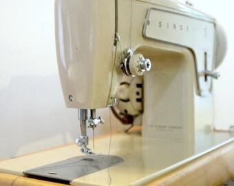 Working Vintage 1960s Singer Sewing Machine, Fashion Mate Model 239