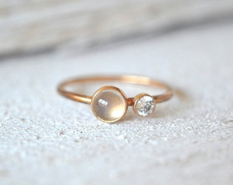 Solid Gold Moonstone Ring. Rainbow Moonstone Solid Gold Ring, Dainty Solid Gold Ring, Small Solid Gold Moonstone Ring, Solid Gold Moonstone