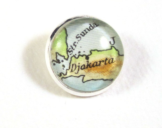 World map button