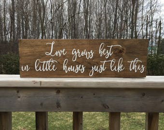 Love Grows Best in Little Houses Sign - Love Grows Best Sign - Little Houses Sign - Love Grows Best - Rustic Wood Sign - Farmhouse Style
