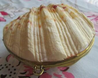 Clam shell trinket box trinket purse 70s souvenir item retro gift vintage item