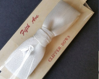 Vintage 1950's Child's White Formal Bowtie