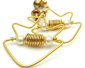 Gold tone metal and Faux Pearls Hippie Drop Earrings Vintage from the 90s Bohemian Fish Star Dangle
