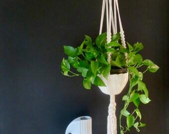 Macrame plant hanger, zen model