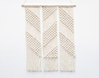 Pink or White O Macrame Wall Hanging / Cotton / Geometrical / Zig Zag / Modern / Home Deco / Small / Wall Art / Minimalistic / Makrame