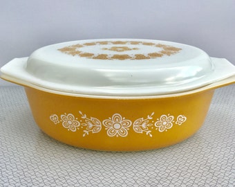 Pyrex USA Butterfly Gold oval casserole dish 045 with printed lid,  2 1/2 quart
