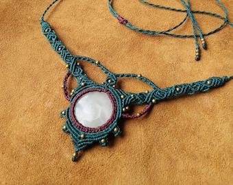 Macramé necklace with White Onyx Hippie*boho*gypsy*pixie