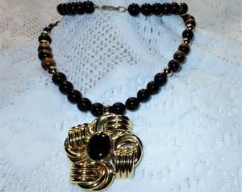 Gorgeous HOBE Tiger Eye & Black Onyx Gemstone Pendant and Bead Necklace