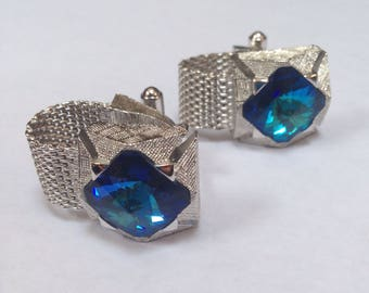 Beautiful Vintage 1970's Mesh Wrap Cufflinks Silver Tone with Flashy Blue Colored Faceted Cut Glass Center, Mens Jewelry, Retro Vegas Style