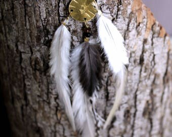 Primitive Tribe, feather dreamcatcher earring, handstamped earring, Feder Ohrring,