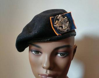 Cap and badge from Regiment huzaren
