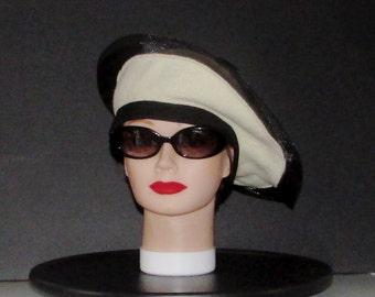 """Chapeau ou bonnet  de laine blanc et nylon noir  rétro / retro  white wool hat or bonnet with black nylon trim extra small  20""""1/4 approx."""