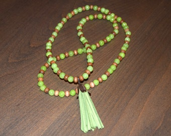 Lime glass and brown wooden necklace with removable lime leather tassel