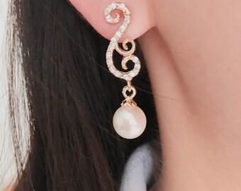 Pearl earrings / Bridesmaid Earrings / Bridal earrings / Treble clef earrings / Music note earrings,stud earrings , post back earrings