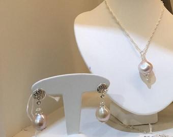 Elegant earrings in silver and genuine pink baroque Pearl