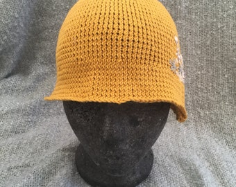 Had knitted cloche hat