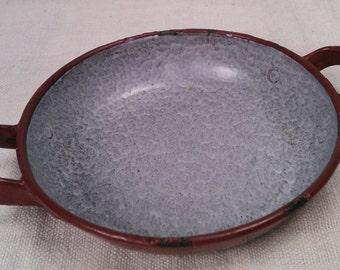 Enamelled sheet metal egg dish. Stamp B. brothers