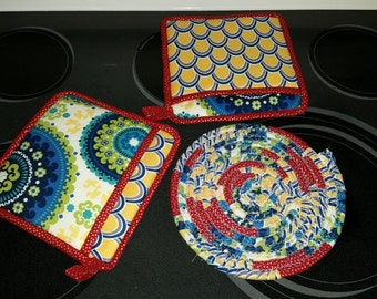 Multi Colored Potholders and Trivet Set